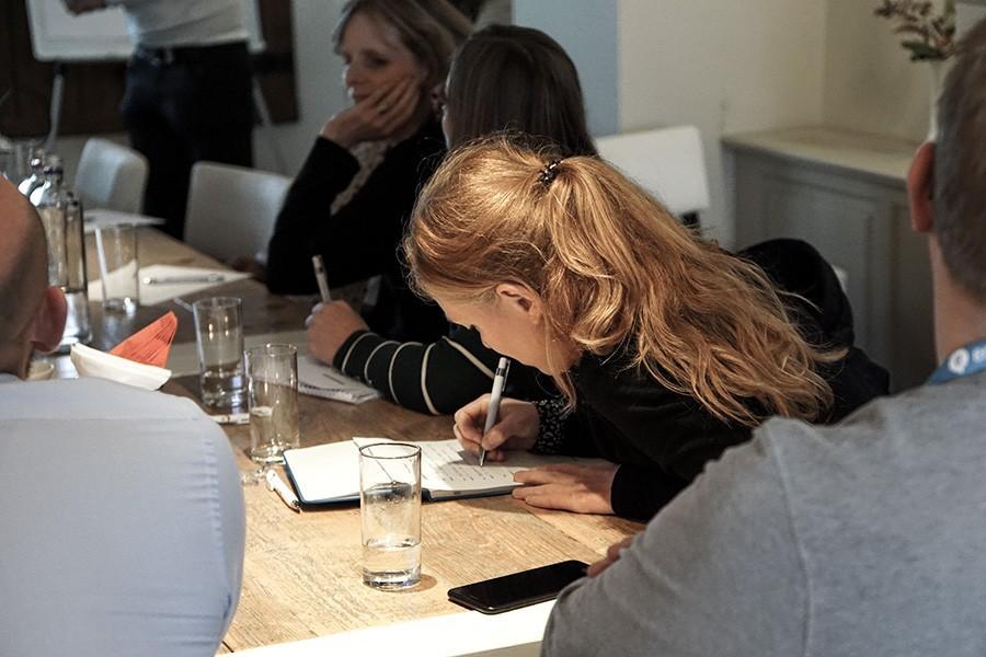Hoe onderzoek je wat medewerkers écht willen op het intranet? 6 methoden