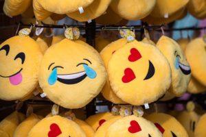 Er is er één jarig??! Gebruik van emoticons in een zakelijke setting